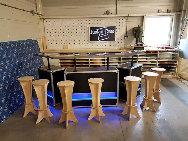 Mobiele bar met krukken
