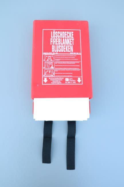 Branddeken gedeeltelijk uitgetrokken uit de PVC wandcassette