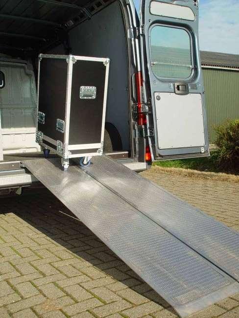 Flightcase en oprijplaat bedrijfswagen