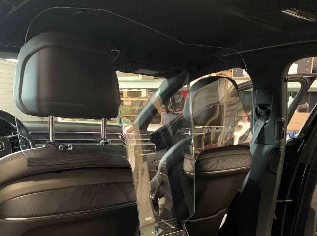 Dit autoscherm beschermd zowel de chauffeur als de passagier tegen Corona
