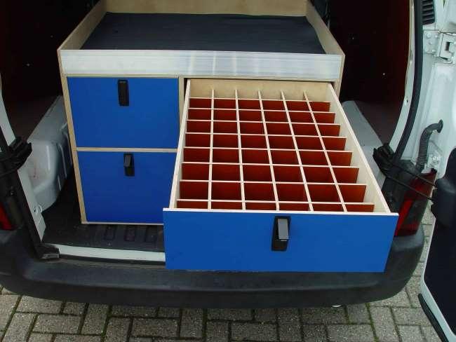 Op maat gemaakte ladensysteem voor gebruik door dierenarts